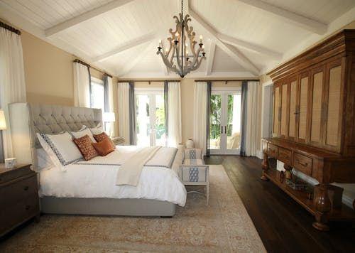 Keep the bedroom layout minimal and simple
