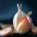 image for topic 'Peel garlic'